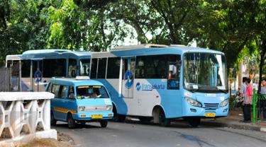 20160407-Transjakarta Operasikan Armada Bus di Stasiun Tebet-Jakarta