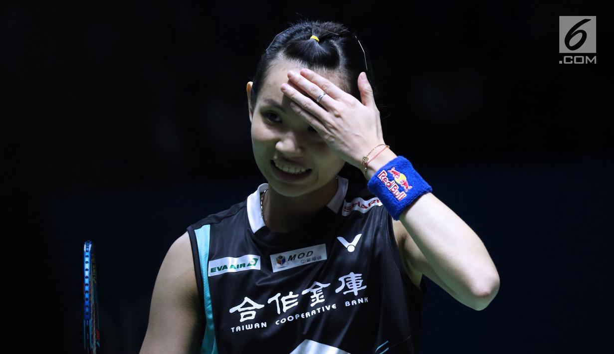 Tunggal putra China Taipei, Tai Tzu Ying saat melawan pebulu tangkis Skotlandia, Kirsty Gilmour pada 8 besar Indonesia Open 2018 di Istora GBK, Jakarta, Jumat (6/7). Tai Tzu Ying menang 21-16, 21-11. (Liputan6.com/Helmi Fithriansyah)
