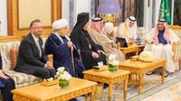 Raja Arab Saudi, Salman bin Abdulaziz Al Saud menerima kunjungan seorang rabi Yahudi Israel, David Rosen. (Middle East Eye)