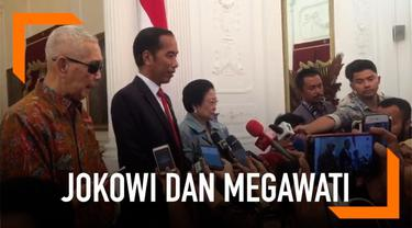 Capres petahana Joko Widodo atau Jokowi menerima kunjungan dari Ketua Umum Partai Demokrasi Indonesia Perjuangan (PDIP) Megawati Soekarnoputri dan Wapres RI ke-6 Try Sutrisno di Istana Merdeka Jakarta.