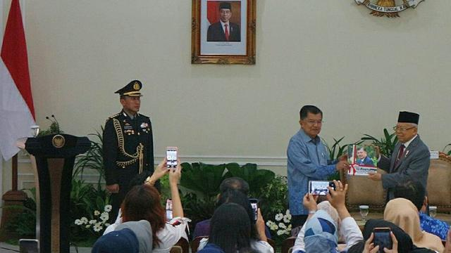 Wapres Ma'ruf Amin dan Jusuf Kalla saat serah terima jabatan
