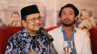 Kemenangan pemeran Rudy Habibie dalam film Rudy Habibie ini mencetak sejarah untuk Indonesia sejak ajang penghargaan itu dimulai sejak tahun 1954. (Adrian Putra/Bintang.com)