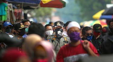 Wali Kota Bogor Bima Arya sedang sidak Pasar Anyar. (dok Humas Pemkot Bogor)