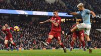 3.Vs Liverpool (4/1) – Man City berhasil mengamankan poin penuh saat menjamu Liverpool. Dua gol dari kaki Sergio Aguero dan Leroy Sane membuat Man City menang 2-1 atas Liverpool. (AFP/Paul Ellis)