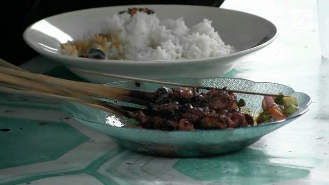 Sate biawak kini digemari warga Bekasi, banyak pedagang menjajakannya selepas sore hari. Makanan ini dipercaya bisa mengobati penyakit dan menambah vitalitas.