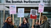 Skotlandia menjadi negara pertama yang menyediakan tampon dan pembalut secara gratis (@Shahid11828/Twitter).