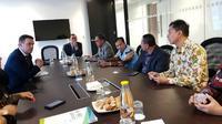 Jajaran pimpinan Universitas Airlangga (Unair) juga bertandang ke Kedutaan Besar Republik Indonesia (KBRI) Inggris di  London. (Foto: Dok ITS)
