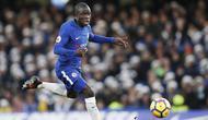4. N'Golo Kante (Gelandang) - Mantan pemain Leicester City ini adalah pemain yang selama ini dicari Chelsea. Berstatus salah satu gelandang terbaik saat ini tidak membuatnya digaji besar, ia cuma dibayar 120 ribu pounds per pekan. (AFP/Adrian Dennis)