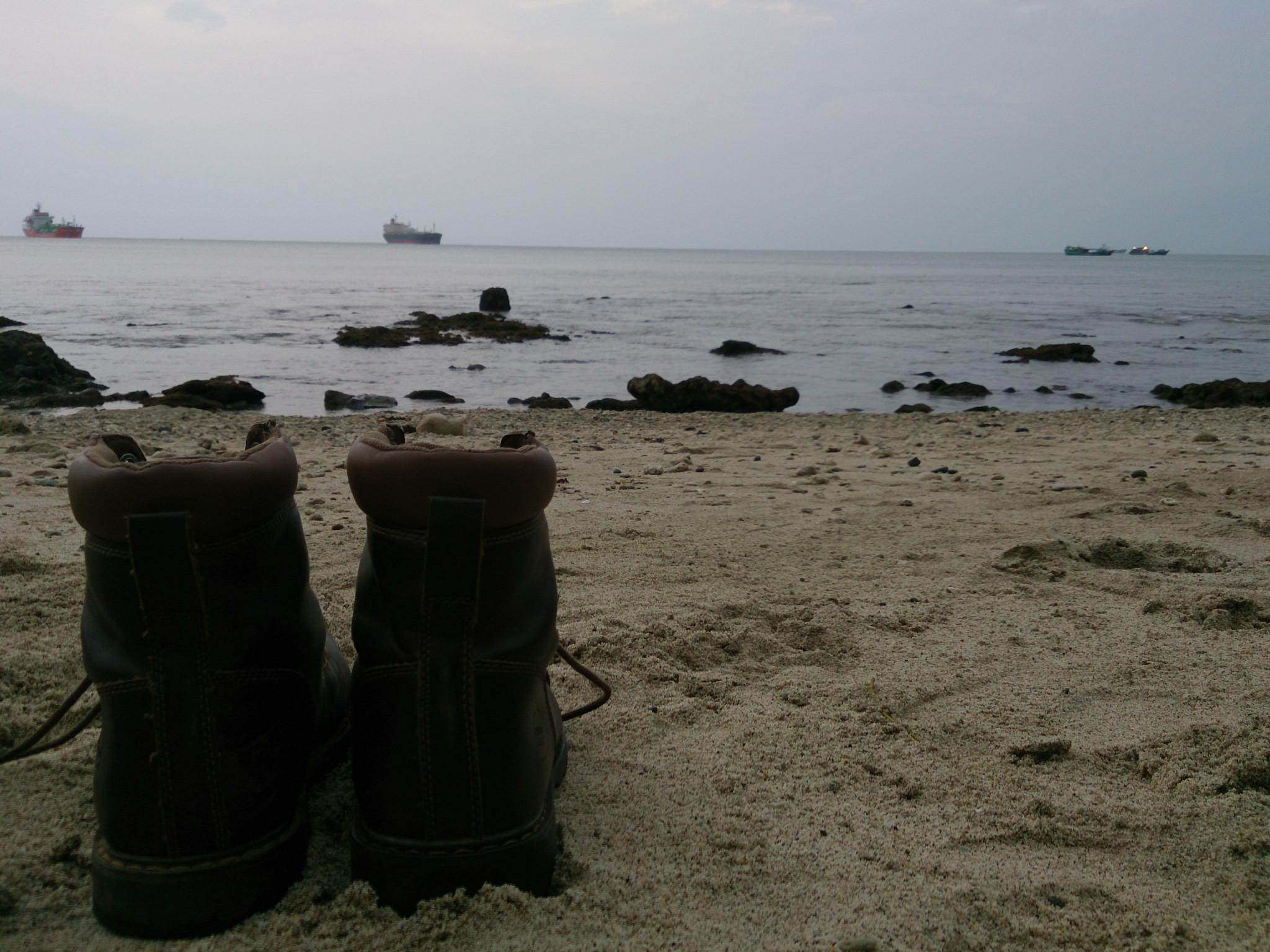 Menikmati senja di Pantai Karang Pandang, Pulau Nusakambangan. (Liputan6.com/Oscar Ferri).