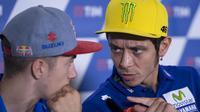 Valentino Rossi menilai Maverick Vinales bakal menjadi pesaing tangguh pada balapan MotoGP 2017. (EPA/Maurizio Brambati)