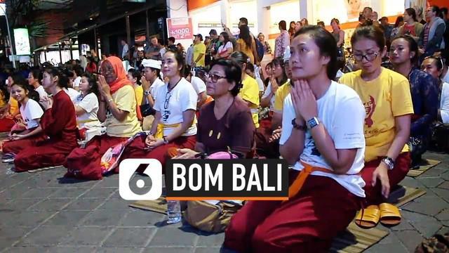 Tangis dan kesedihan terasa di monumen Ground Zero saat acara peringatan tragedi bom Bali digelar. Keluarga dan korban selamat ingin menebar rasa damai untuk hidup di Bali.