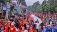 Warga Bogor menggelar kirab Bendera Merah Putih (Liputan6.com/Achmad Sudarno)