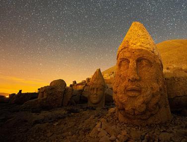 FOTO: Patung Kepala Batu Besar di Situs Arkeologi Gunung Nemrut