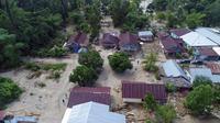 Kementerian PUPR bersama Pemkab Luwu Utara melakukan pendataan rumah masyarakat yang rusak terdampak banjir bandang di wilayah tersebut. (Dok Kementerian PUPR)