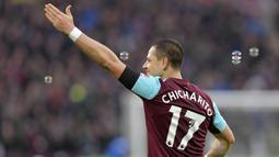 2. Javier Hernandez - Karena nama Javier Hernandez terlalu pasaran di Meksiko, akhirnya striker West Ham United ini lebih memilih nama julukan di punggungnya. Chicarito berasal dari bahasa Spanyol yang berarti Kacang polong kecil. (AFP/Greenwood)