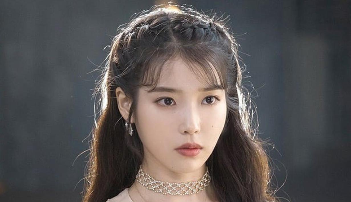 Beberapa karakter drama korea memiliki gaya busana yang khas, sehingga menjadi ikon yang unik dan mudah dikenal. Mulai dari Jang Man Wol atau (IU) hingga Ko Mun Yeong (Seo Ye Ji). Mana yang jadi favoritmu? (Instagram/theleiofficial).