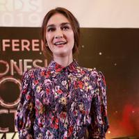 Luna Maya usai menjadi bintang tamu di salah satu acara televisi swasta di kawasan Kapten Tendean, Jakarta Selatan pada Senin (9/7/2018). (Nurwahyunan/Bintang.com)