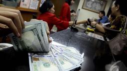 Posisi dolar melempem di kisaran Rp 11.985. Jauh berbeda saat Jokowi belum dilantik yang masih di   posisi Rp 12.100 pada Jumat pekan lalu, Jakarta, Kamis (23/10/2014) (Liputan6.com/Johan Tallo)