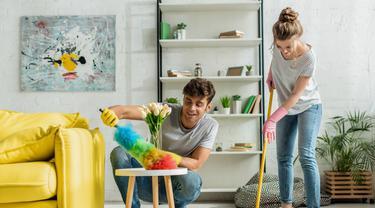 3. Bersihkan Rumah dari Debu-Debu