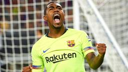 Penyerang Barcelona, Malcom Silva berselebrasi usai mencetak gol ke gawang AS Roma pada pertandingan International Champions Cup (ICC) di AT & T Stadium di Arlington, Texas (31/7). Roma menang telak 4-2 atas Barcelona. (AFP Photo/Cooper Neill)