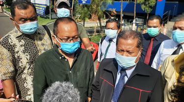 Anak penyanyi Nia Daniaty dilaporkan ke Polda Metro Jaya. Diduga melakukan penipuan dan penggelapan, Jumat (24/9/2021).