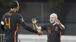 Gol semata wayang Belanda kali ini datang dari aksi Davy Klaassen di menit ke-19. (AP/Roman Koksarov)