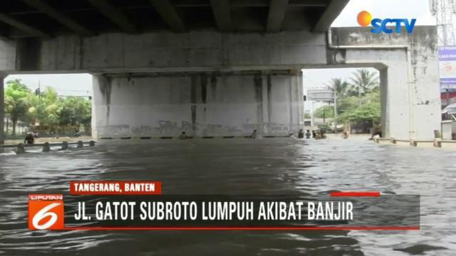 Banjir kiriman ini diduga kuat akibat pendangkalan dan banyaknya sampah di Kali Sabi.