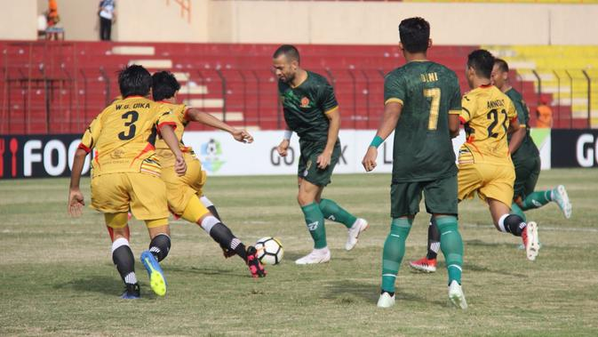 PS Tira Vs Mitra Kukar, Selasa (10/7/2018) di Stadion Sultan Agung, Bantul. (Bola.com/Permana Kusumadijaya)