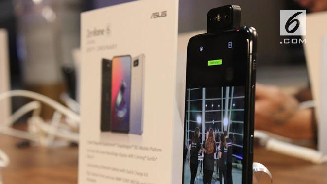 Penampakan smartphone terbaru Zenfone 6 yang meluncur resmi di Valencia, Spanyol. (Liputan6.com/ Arthur Gideon)