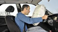 Ilustrasi penggunaan seatbelt dan airbag. (It Still Runs)