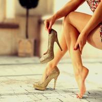 Alas kaki yang nyaman juga tentunya akan membuat harimu menjadi nyaman juga dong tentunya.