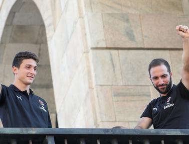 Gonzalo Higuain dan Mattia Caldara