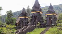 Bogor masih menyimpan tempat eksotis untuk liburan, Pura Jagatkarta.