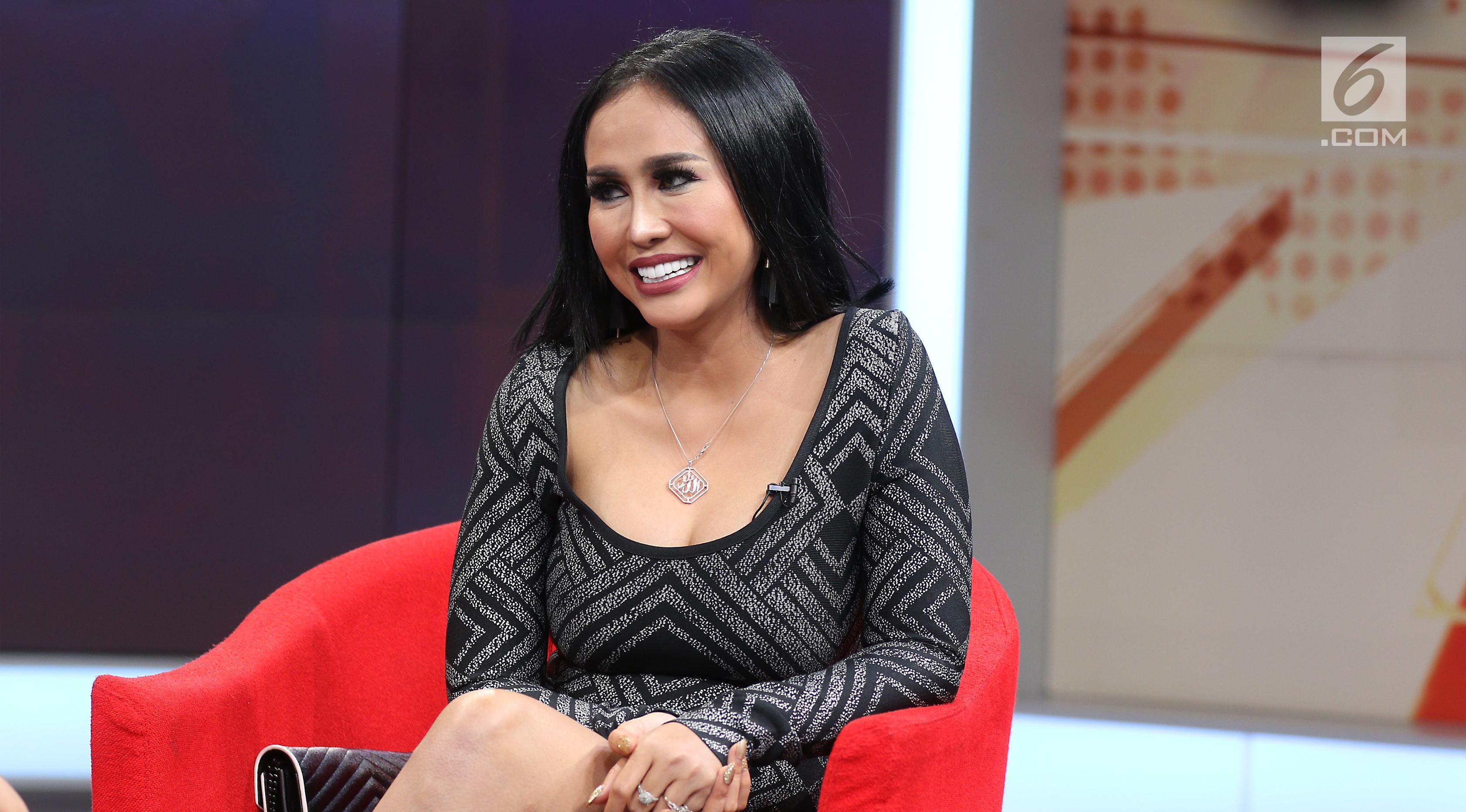 Penyanyi dangdut, Ratu Meta saat menjadi bintang tamu dalam acara Dear Haters di Liputan6.com, SCTV Tower, Jakarta, Kamis (26/10). (Liputan6.com/Fatkhur Rozaq)