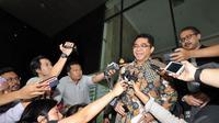 Kepala Badan Koordinasi Penanaman Modal (BKPM), Franky Sibarani saat memberi keterangan kepada awak media di KPK, Jakarta, Selasa (6/1/2015). (Liputan6.com/Miftahul Hayat)
