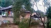 Banjir bandang menghanyutkan 27 rumah warga di Kabupaten Bandung, Jawa Barat.  (Liputan 6 SCTV)