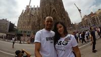 Momen mesra Fabinho (kiri) bersama istrinya, Rebeca Tavares (Instagram/rebecatavares)