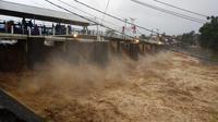 Bendung Katulampa siaga I, warga bantaran sungai diharap waspada. (Liputan6.com/Achmad Sudarno)