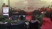 Mahfud MD menyampaikan pesan patriotisme dan nasionalisme lewat menyanyi (Liputan6.com/ Switzy Sabandar)
