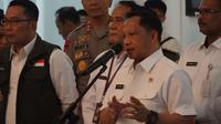 Mendagri Tito Karnavian memberikan apresiasi kepada Gubernur Jabar Ridwan Kamil terkait penanganan dan pencegan virus Corona. (Liputan6.com/Huyogo Simbolon)