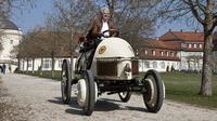 Lohner-Porsche Semper Vivus mobil hybrid pertama yang digarap Prof Fredinand Porsche. (Porsche)