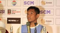 Eka Ramdani dalam jumpa pers Persib Bandung jelang duel versus PSMS Medan. (Bola.com/Muhammad Ginanjar)