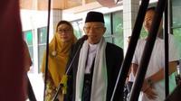 Wakil Presiden terpilih Ma'ruf Amin mengaku baru pulang dari kegiatan Rakernas MUI di Nusa Tenggara Barat (NTB) sebelum menjenguk Menkopolhukam Wiranto. (Liputan6.com/Ika Defianti)