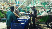 Meski larangan soal cantrang sudah dilonggarkan, nelayan Pantura masih ketakutan untuk menjala rezeki di lautan. (Liputan6.com/Fajar Eko Nugroho)