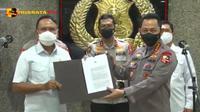 Menteri Pemuda dan Olahraga (Menpora) Zainudin Amali menyambangi Kapolri Jenderal Listyo Sigit Prabowo di Rupatama Mabes Polri, Jakarta Selatan.