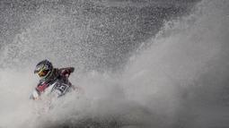 Atlet jetski Indonesia, Aero Sutan Aswar, saat beraksi pada Asian Games di Ancol, Jakarta, Kamis (23/8/2018). Aero Aswar finish kedua dengan jumlah poin 53. (Bola.com/Vitalis Yogi Trisna)