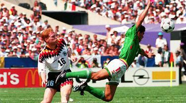 Matthias Sammer berposisi sebagai libero Timnas Jerman saat itu. Dua gol dicetak pemain yang kala itu bermain di Borussia Dortmund sepanjang Euro 1996, satu di antaranya merupakan gol penentu kemenangan Jerman atas Kroasia di perempat final. (Foto: AFP/Gerard Julien)