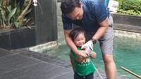 Ahok ajari Yosafat main golf di usia 1,5 tahun (https://www.instagram.com/p/CRadTE8DjJ9/)