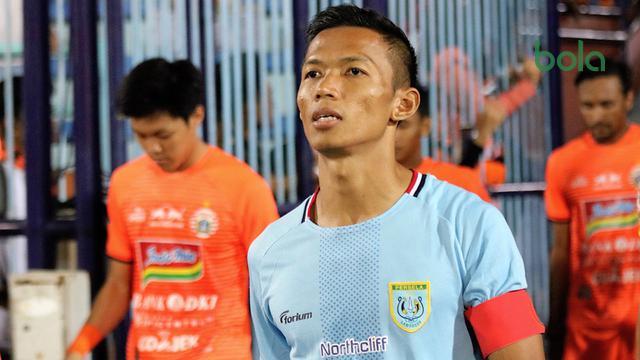 Cerita di Balik Ban Kapten Persela yg Melingkari Lengan Eky Taufik – Indonesia