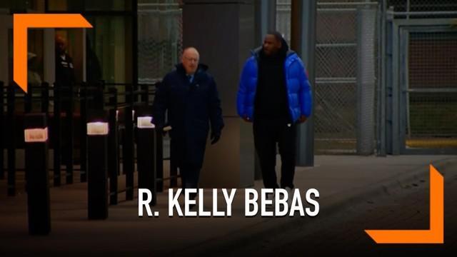 R. Kelly dibebaskan dari penjara setelah membayar uang jaminan setara Rp 1,3 miliar. R Kelly ditahan karena 10 kasus pelecehan seksual yang menjeratnya.